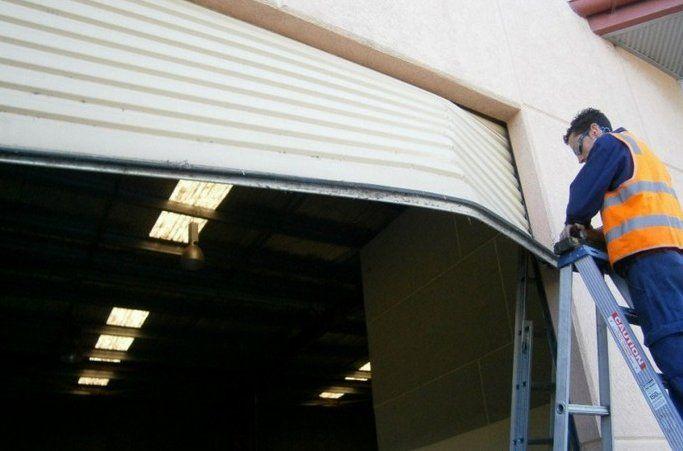 Dịch vụ sửa chữa cửa cuốn tại quận Tân Bình